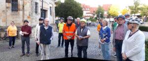 einige der Teilnehmer beim Abschluß an der Pfarrkirche und dem Kolpingdenkmal